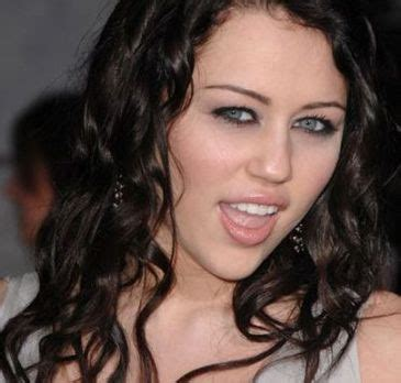 miley cyrus eye color marthaa yoge miley cyrus