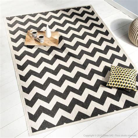 tapis exterieur noir  blanc idees de decoration