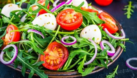 Svaigi, garšīgi un viegli - salāti ar rukolu: 10 receptes ...