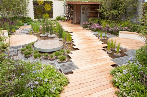 Garden Urban Designs With Pallet And Aquaponic And Plant