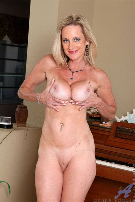 Cassy Torri Hot Sexy Fit Mom Photo Album By Oneonly
