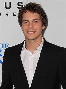 Johnny Simmons Picture 24 - The World's End Hollywood Premiere