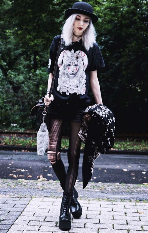 Best 25+ Ripped tights ideas on Pinterest | Womenu0026#39;s gothic style Punk and Punk goth