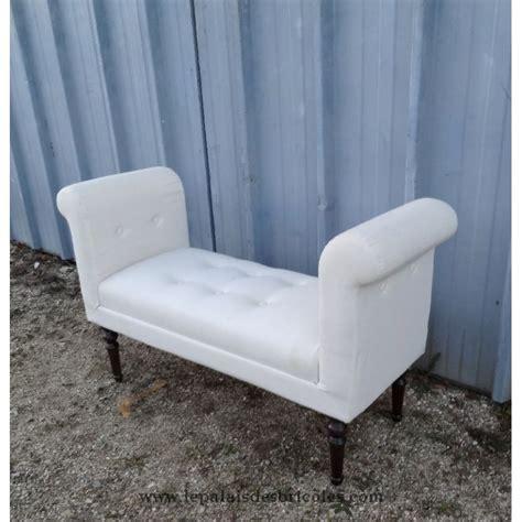 canape bout de lit canap 233 banquette moderne tapiss 233 e en blanc le palais des bricoles