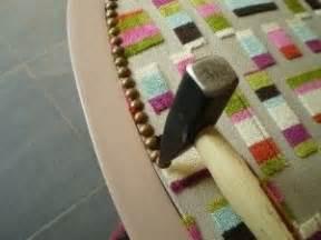 rempailler une chaise avec du tissu les 25 meilleures idées concernant tissu pour fauteuil sur