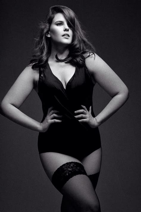 curves lucy moore  size model curvy model