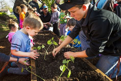 early childhood education center receives farm to 507 | OTC ECEC Planting
