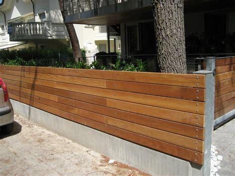 ringhiera legno esterno ringhiera in legno per esterno fai da te con una fioriera
