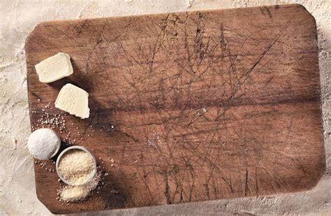 planche en bois cuisine 4 trucs pour nettoyer une planche à découper en bois
