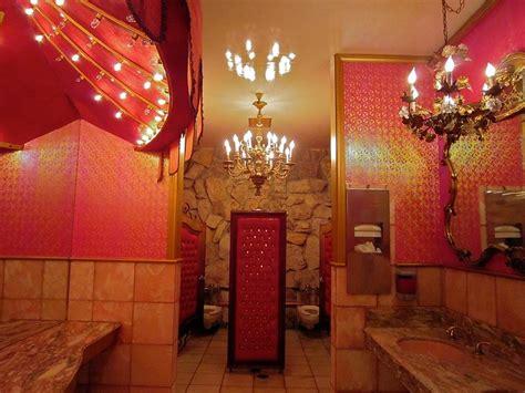 madonna inn ladies bathroom themed hotel rooms diy