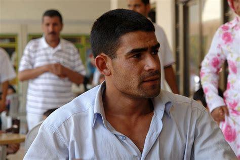 filemen hanging  damascus syria jpg wikimedia