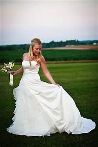 Bridal portraits wedding poses bridal wedding for Outdoor wedding photography poses