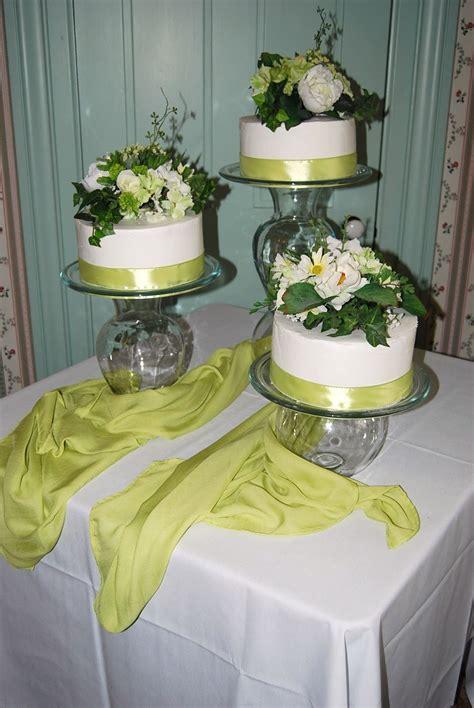 define  sign      tiered wedding cake