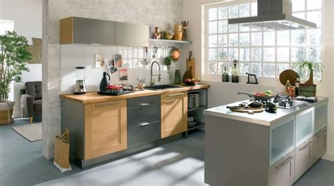 refaire une vieille cuisine refaire une cuisine ancienne relooker la cuisine meubles côté maison