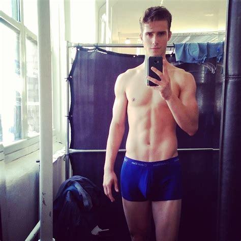 hot male models  shirtless selfies