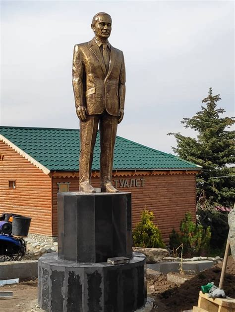 Large Statue Of Putin Unveiled In Kyrgyzstan The Moscow