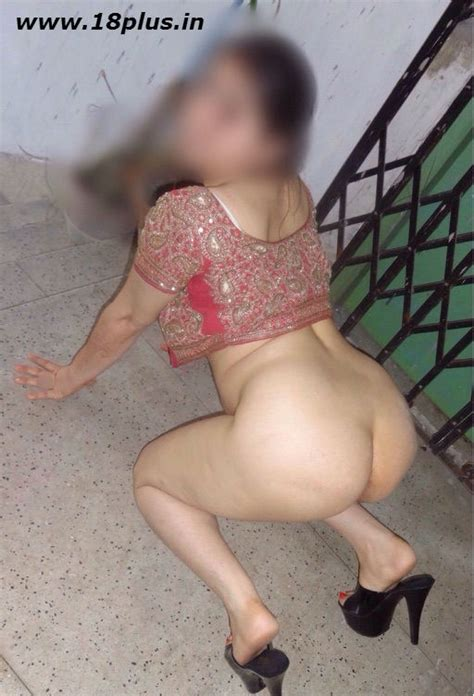Desi Bhabhi Tight Leggings Moti Gaand Photo