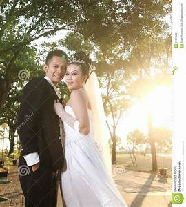 Wedding couple posing outdoor stock photo image of for Outdoor wedding photography poses