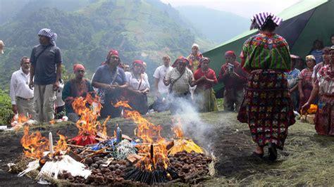 zunil viviendo el tiempo maya