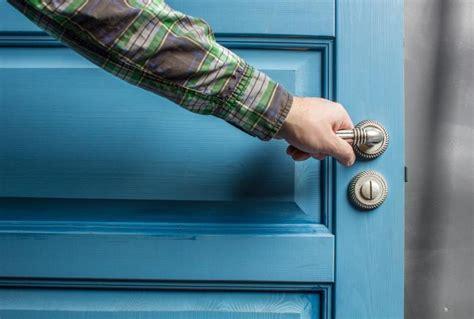 comment ouvrir une porte de chambre bloqu comment ouvrir une porte de chambre maison design mail