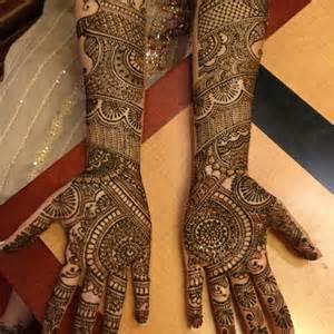 10 Best & Simple Eid Mehndi Designs & Henna Patterns For
