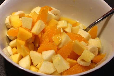 cuisiner la mangue salade de fruits vitaminée orange mangue banane pomme et vanille pour ceux qui aiment