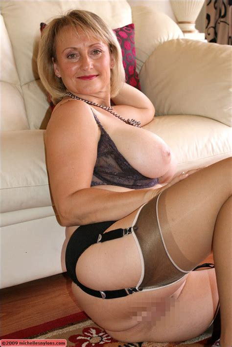 Classy Blonde Mature Vixen Takes Off Her Sexy Lingerie And