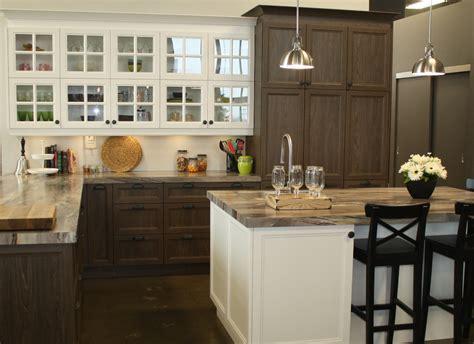 armoir cuisine donnez un nom à cette cuisine la cuisine