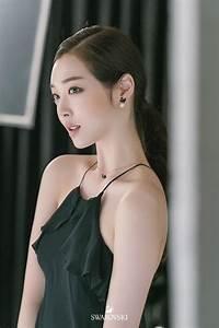 Sulli Looks Flawless For SWAROVSKI | Daily K Pop News