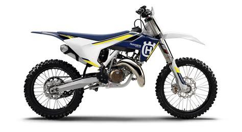 2 stroke motocross bikes dirt bike magazine 2016 2 stroke buyer s guide