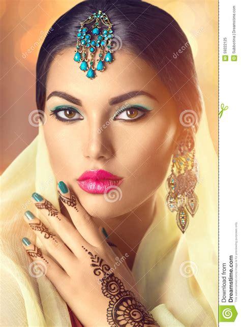 Beauty Indian Woman Portrait. Brunette Hindu Model Girl Stock Photo   Image: 59222125