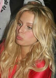 Anna Kournikova Photos Photos - Victorias Secret Runway ...