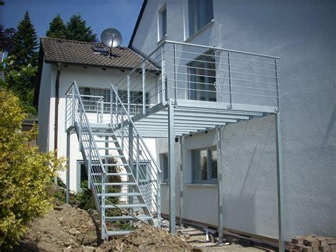 anbaubalkon mit treppe balkone metallbau bauschlosserei