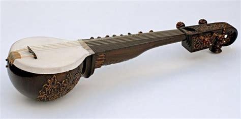 Musik tradisional biasanya menggunakan nada dasar pentatonis yang terdiri dari lima tangga nada dan dibagi dua menjadi slendro dan pelog. 10 Alat musik Sunda dan Penjelasannya - HaloEdukasi.com
