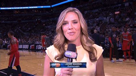 spurs coyote mascot videobombed jaime maggio  big lead