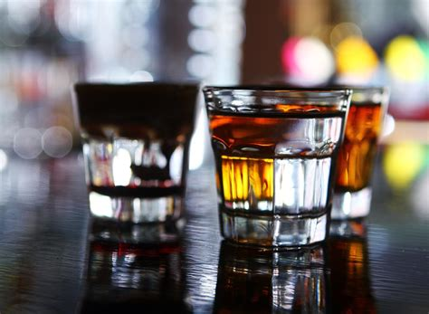 alcoholic drinks guess how much more you eat after just one drink eat
