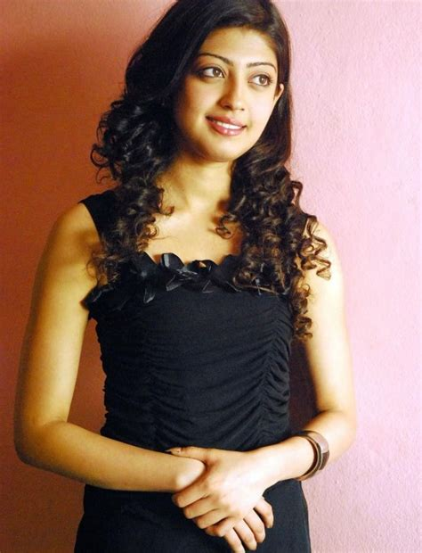 Pranitha Actress Pranitha Pranitha Em Pillo Em Pillado
