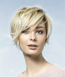 coupe cheveux frisã s quelle coupe de cheveux asymétrique pour sublimer votre visage archzine fr