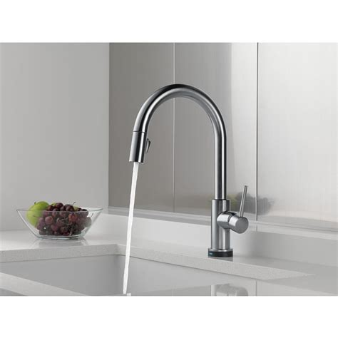 delta trinsic single handle pull  kitchen faucet featuring toucho technology