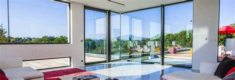 cuisine simple 67 baie vitrée de grande hauteur baie vitrée du sol au plafond