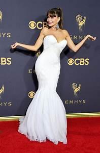 Emmy Awards 2017: Sofia Vergara flaunts SERIOUS cleavage ...