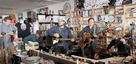 Wilco Tiny Desk 2011 by Mir 225 A Wilco En Un Nuevo Episodio De Tiny Desk Concert