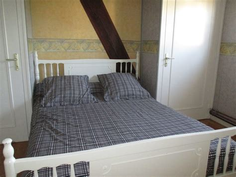 room  apartment  located upstairs  separate entrance