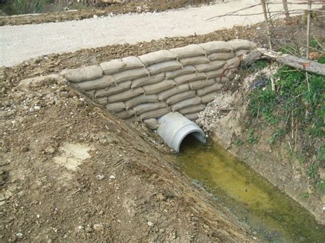 how to form a concrete retaining wall the 25 best ideas about concrete bags on pinterest diy concrete planters bag of cement and