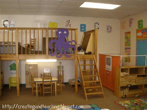 my classroom theme on reading loft classroom 369   classroom2