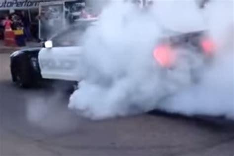 video mustang police car  street burnout