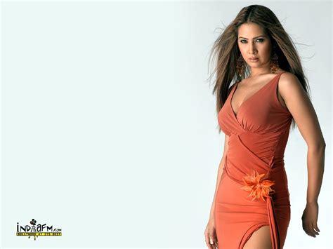 Bollywood Hot Actress and Model Kim Sharma Sexy Photos ...