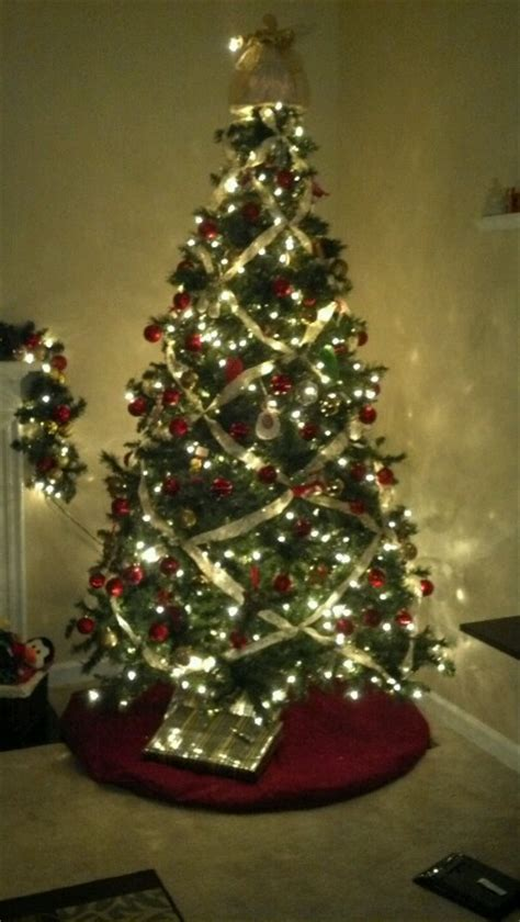 what to use instead of a christmas tree criss cross ribbon instead of garland ideas criss cross ribbons and