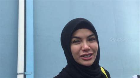 Nikita Mirzani Sempat Terpikir Copot Hijab