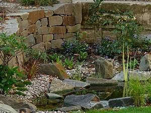 Garten Und Wasser : ein gr ner garten aus wasser und stein ~ Sanjose-hotels-ca.com Haus und Dekorationen